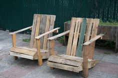 Repurposed pallet lawn chairs