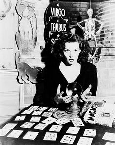 Jane Russell telling fortunes, 1945. #vintage #1940s #actresses #Halloween