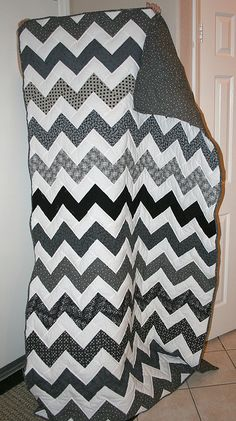 chevron quilt... I like black and white quilts...