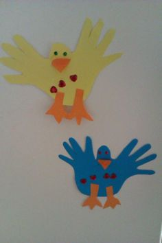 Bird craft for toddlers made by tracing hands together.