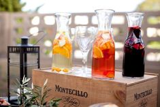 Who wouldn't want Sangria 3 or more ways at an event? You could even do Iced Teas or sodas/mineral waters for a alcohol free fete....Lovely!
