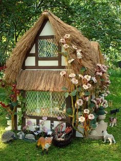 Fielding Cottage - Thatched Roof Miniature House
