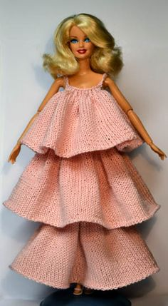 Knit clothes for Barbie and other dolls | Sticka till Barbie | The site is in Swedish, but patterns are available in English.