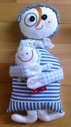 Dorinka s miminkem Maminka Dorinka s miminkem jsou ušití ze 100% české bavlny, jako výplň slouží duté vlákno, které je vhodné i pro alergiky. Obličejíčky ručně vyšívané. Miminko lze odepnout za pomoci knoflíků ;-) Vlastní střih i výroba. Děkujeme, že respektujete autorskou práci.