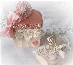 I've seen so many cute cupcake cards lately