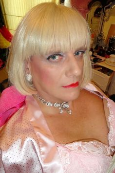 A sissy maid needs to wear a wig