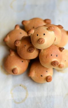 Pig shaped mini burger buns.
