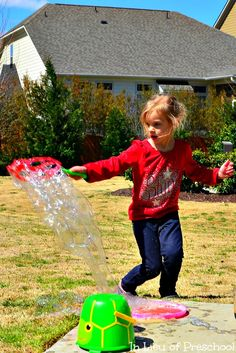 Simple Science for Kids: Testing Homemade Bubble Solutions