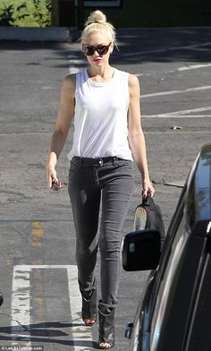 Gwen Stefani, effortless style. I wish I could look half as cool! hot stuff, gwen stefani outfits, gwen fashion stefani, effortless style, gwen stefani style, dress up, half, gwen stefanie, design cloth