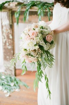 Elegant, rustic bridal bouquet | Jenny Sun Photography | see more on: http://burnettsboards.com/2014/10/rustic-elegance/
