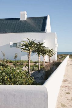WEEKEND ESCAPE: A STUNNIG BEACH HOUSE IN SOUTH AFRICA   THE STYLE FILES