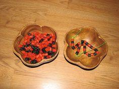 halloween preschool, halloween theme, black pipe, orang poni, oranges, black bead, poni bead, pipe cleaner, halloween activities