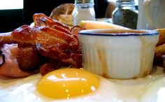 The Best and Worst Foods to Cure a Hangover... who knew greasy food should be avoided?!