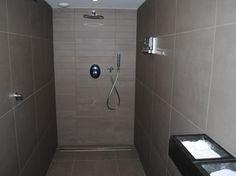 badkamer on Pinterest  Toilets, Concrete Bathroom and Small Bathrooms