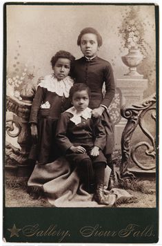 :::::::::: Antique Photograph ::::::::::  Group of three African American siblings. ca 1885.