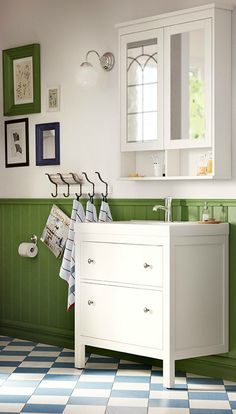 A traditional look and space for all you need to store. That's our HEMNES bathroom series. It has lots of smart ideas like an extra shelf on the mirror wall cabinet and drawers to help you organize your bathroom, no matter what size it is.