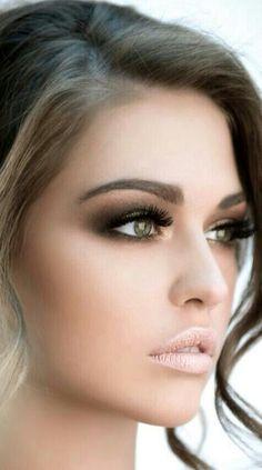 Natural lips, dramatic eyes