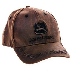 Master the country lifestyle with our John Deere Oilskin Cap. This classically styled baseball hat in dark brown has an oiled finish to give strength and water-shedding properties.