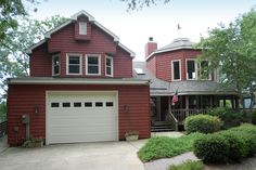 Inviting vinyl siding colors that add a pop of color to any home.