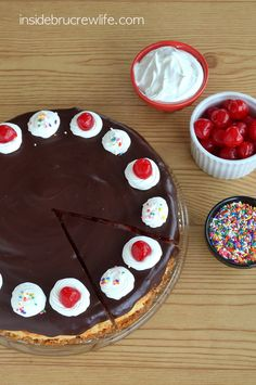 Banana Split Cheesecake - banana cheesecake swirled with strawberry pie filling and topped with chocolate ganache #cheesecake #bananasplit @Inside BruCrew Life