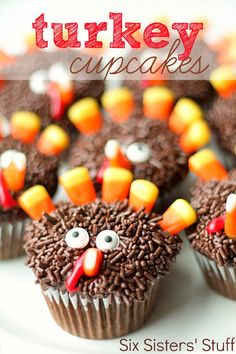 These Thanksgiving Turkey Cupcakes from SixSistersStuff.com are the perfect way to entertain your kids while your holiday feast is cooking! #recipes #dessert #thanksgiving