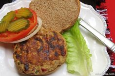 Sun-Dried tomatoes and feta cheese makes ordinary burgers into extra tasty and juicy recipe. Yum! #skinnyms #cleaneating