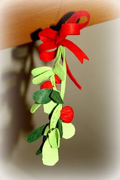 Make your own mistletoe with felt
