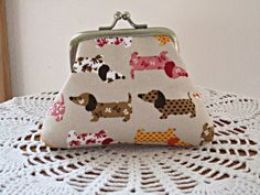 Small  Kisslock  Snap Coin Purse Linen Dogs by Antiquebasketlady, $15.99 #sylink #dogs #doxie