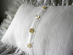 ...and the backside... with hand sewn buttonholes and antique mother-of-pearl buttons that were graciously and kindly given to me by someone else's grandmother, who in turn inherited them from her grandmother....the circle of love.....♥