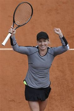 Bethanie Mattek-Sands of the U.S. celebrates defeating Chinas Li Na in their second round match at the French Open tennis tournament, at Roland Garros stadium in Paris, Thursday, May 30, 2013. Mattek-Sands won in three sets 6-1, 5-7, 6-4. (AP Photo/Michel Spingler) Next