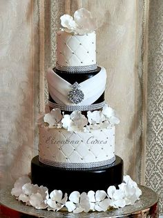 orang, beauti cake, black weddings, black white, white weddings, white wedding cakes, wedding cakes with bling, elegant wedding, sugar flowers