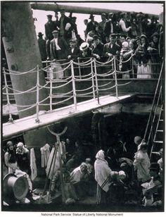 ellis-island-immigrants