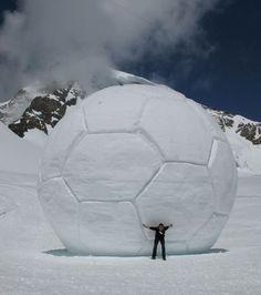 Balón de fútbol de nieve gigante!!