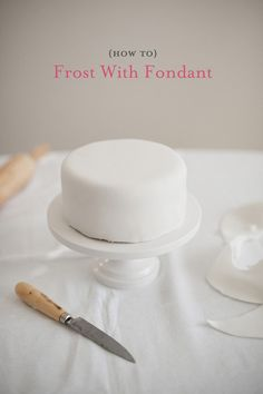 How to frost a cake with fondant