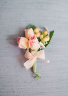 pink and peach wedding boutonniere : Alixann Loosle Photography
