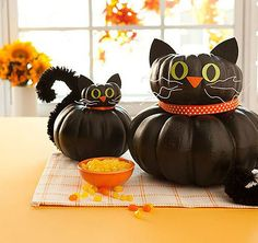 Stacked Cat Pumpkins: Stacked cat pumpkins are adorable indoors or out.  Source: All You