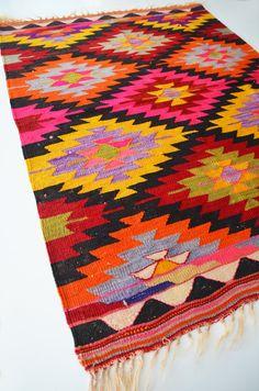 Bohemian rug I'd die for in my dorm!