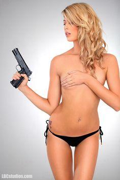 nude girl, guns, sexi, kinda hot, boxes, gun pictur, girl deel, hot babe