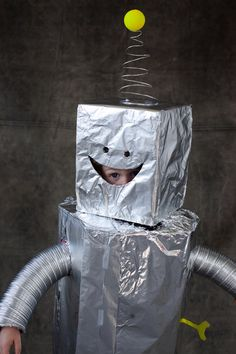 DIY Classic Robot Costume by ohhappyday #DIY #Halloween #Costume #Robot
