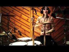 Travis Barker's solo drum. simply amazing!