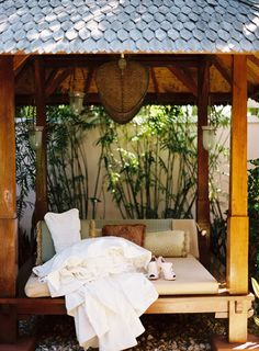 tropical cabana in the backyard! Why not?!