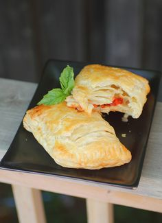Puff Pastry Pizza Pockets - stuff with whatever ingredients your taste buds desire. #food #pizza #puff #pastry #pockets puff pocket, food, pastri pizza, puff pastries, pizza pocket, pizza puff
