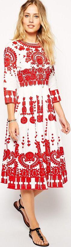 Boho hippie wedding dress with folk embroidery: http://www.boomerinas.com/2012/06/11/hippie-wedding-dresses-for-a-casual-bohemian-chic-celebration/