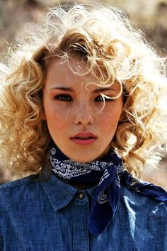How To Hair Scrunch - Hairstyles and Beauty Tips