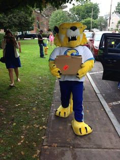 Athletics favorite mascot ZAC the Wildcat doing some of the heavy lifting during move-in-day! #CazNation #Caz2018
