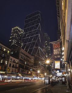 Hearst Tower goes dark for Earth Hour on March 23, 2013 at 8:30pm (Photo by Francisco Rosario)