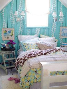 Bright Turquoise Bedroom, quite cute. Love the gray-qhite quilt