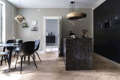 Classy kitchen in black - COCO LAPINE DESIGNCOCO LAPINE DESIGN