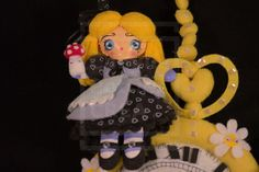 Alice is an entirely handmade Doll, it is a unique piece It measures 28cm (44cm with the clip) of Height and Width 22.5cm I used Fabric, acrylic, felt, varnish, glue I wanted to recreate in my own way the world of Alice in Wonderland.