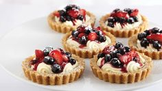 Red, white and blueberry tarts // Repinned from Rochelle Mangold.